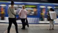 Stadtpendler in Frankfurt: 300.000 Fahrgäste nutzen die neun U-Bahnen täglich.