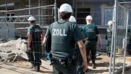 Zoll-Razzia auf einer Frankfurter Baustelle im vergangenen Juni.