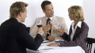 Alkohol beim Geschäftsessen: Das ist nicht mehr im Trend.