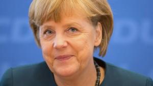 Merkel und Seehofer kritisieren Kritiker