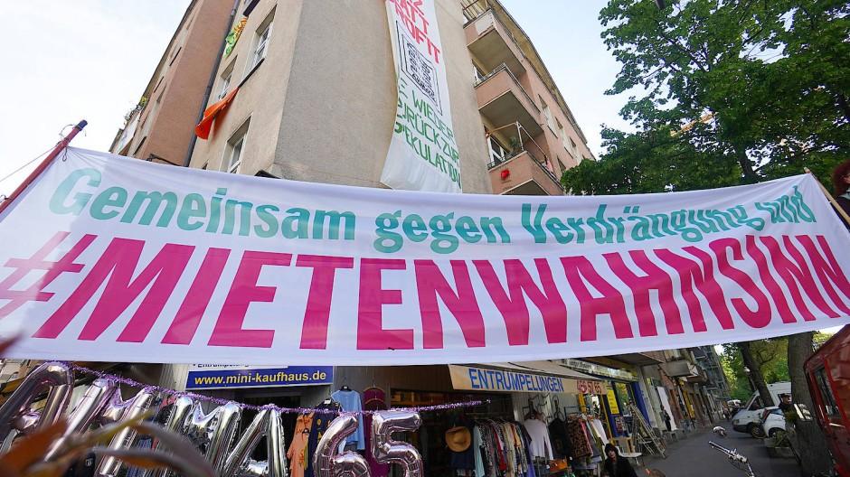 """Berliner protestieren gegen den """"Mietenwahnsinn"""""""