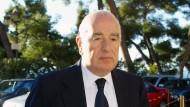 Forbes schätzt das Vermögen Joseph Safras auf 18 Milliarden Dollar.