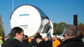Verladung einer Gasturbine der Siemens AG