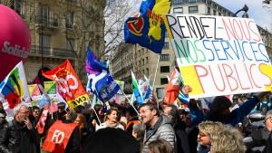 Frankreichs Beamte sollen mehr arbeiten