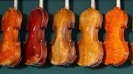 Klingende Rendite: Alte Instrumente bringen Töne und Geld.