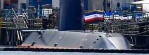Ein U-Boot für die israelische Marine am Anleger von Thyssen Krupp in Kiel.