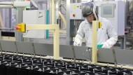 Batterieproduktion in der Johnson Controls Sachsenbatterien GmbH in Zwickau.