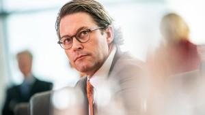 """Scheuer warnt vor """"überzogener"""" Verteuerung des Anwohnerparkens"""