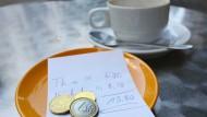 Für eine Tasse Kaffee werden 19 Prozent Umsatzsteuer fällig.