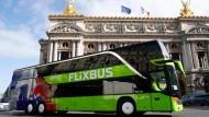 Expansion nach Frankreich: Ein Flixbus vor dem Opernhaus in Paris.