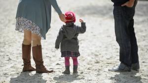 Elterngeld führt zu höherer Erwerbstätigkeit von Müttern