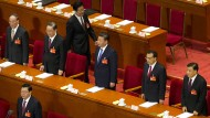 Gerade ist Volkskongress in China - auf dem Podium zentral sitzt der mächtige Parteichef Xi Jinping.