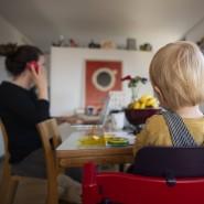 Kochen, arbeiten, Kinder versorgen - Mütter und der Mental-Load