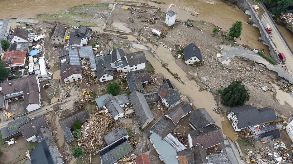 Viele Menschen sind gestorben, noch mehr haben alles verloren infolge der Überschwemmungen.