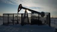 Eine Fördersonde des Mineralölkonzerns Exxon Mobil zur Förderung von Erdöl auf einem Feld in der Nähe von Braunschweig.