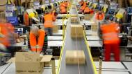 Im Amazon-Logistikzentrum in Pforzheim: Im vergangenen Jahr gab es in Deutschland so viele Erwerbstätige wie noch nie.