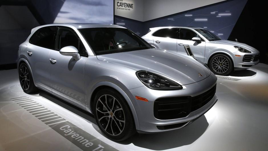 Auf den Porsche Cayenne müssen Kunden mindestens bis März 2019 warten.