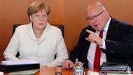 Angela Merkel telefonierte mit dem Peugeot-Chef und Kanzleramtsminister Altmaier betonte sogar bei VW den Einsatz der Regierung für Opel.