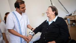 Ausländischen Pflegekräften steht der Mindestlohn zu