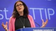 Malmström kritisiert Merkel wegen TTIP