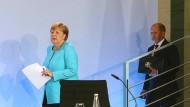 Bundeskanzlerin Angela Merkel (CDU) und Finanzminister Olaf Scholz (SPD) nach dem Koalitionstreffen