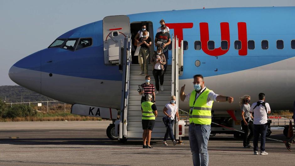 Hier lang, lieber Staat: TUI-Maschine auf dem Flughafen von Kos.