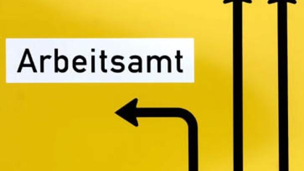 Kaum hat das Verkehrsministerium die technischen Vorschriften für Umbauten an Diesel-Motoren vorgelegt, warnt VW vor Schäden an den Autos. Regierungsvertreter sind verärgert.