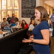 Pitch-Trainerin Bianca Praetorius zeigt jungen Unternehmern, was Investoren wissen wollen