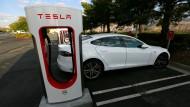Teslas Spitzenmodelle bekommen größere Batterien