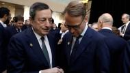 EZB-Chef Mario Draghi (l.) und Bundesbankchef Jens Weidmann während eines Treffens des Internationalen Währungsfonds. Wird Deutschland mit Weidmann zum ersten Mal einen EZB-Chef stellen?