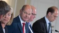 Den Länderfinanzministern wie Doris Ahnen und Thomas Schäfer (rechts) geht es derzeit besser als Bundesfinanzminister Olaf Scholz.