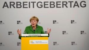 Merkel nimmt Firmen bei Ökostrom-Kosten in die Pflicht