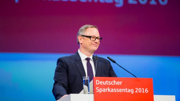 Sparkassen-Chef: Bald Kontoführungsgebühren für alle