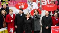Die SPD-Spitze sucht die Nähe zu den Arbeitnehmern, aber findet sie nicht mehr so leicht wie früher.