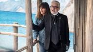 Karl Lagerfeld auf seiner letzten Chanel-Show im Oktober vergangenen Jahres und seine Nachfolgerin Virginie Viard.