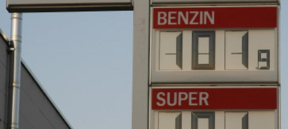 Die Heizölpreise in Deutschland schwanken in Abhängigkeit zur Ölpreisentwicklung an der Börse. Meist zeigen sich tägliche Preisänderungen zwischen 0,2 und 1,2 Cent je Liter Heizöl.