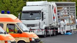 Polizei stoppt Schleuser-Lastwagen mit 51 Menschen