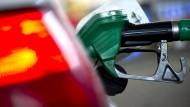 Die Stimmung in den Unternehmen steigt auch dank des niedrigen Ölpreises.