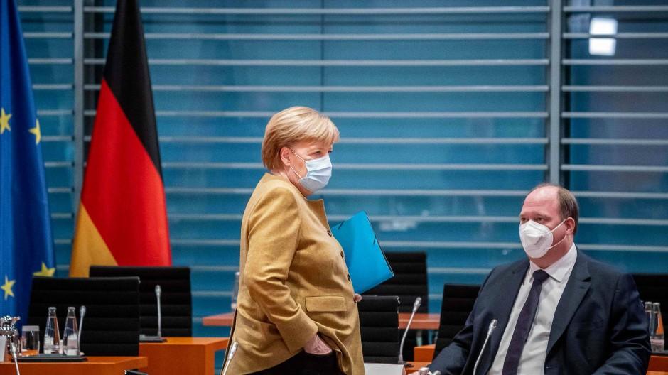 Angela Merkel und Helge Braun während der Kabinettssitzung am 25. November.