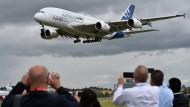 Bilder aus besseren Tagen: Der Airbus A380 ist im britischen Farnborough während einer Flugshow zu bewundern.