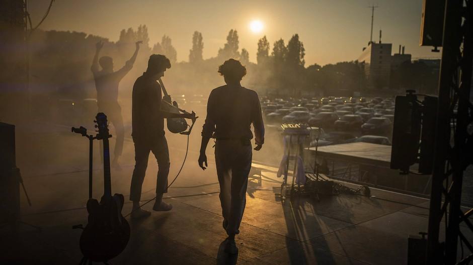 Ungewöhnliches Publikum: Jeremias beim Betreten der Bühne auf dem Schützenplatz in Hannover