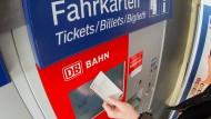 Hersteller der Bahn-Fahrscheinautomaten ist zahlungsunfähig