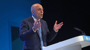 Britische Tories wollen Mindestlohn kräftig erhöhen