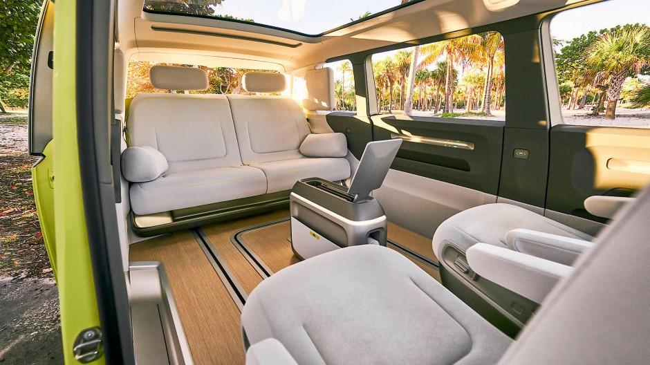 So könnte es im neuen Retro-Bus von VW einmal aussehen.