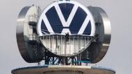 Umtauschaktion: Ein neues Logo für den VW-Tower