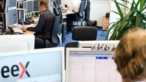 Strombörse und Energiebörse EEX - Toralf Michaelsen,der Direktor der Marktsteuerung und  Peter Reitz der Börsenchef,  sprechen in Leipzig mit Daniel Mohr