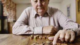 Ältere Menschen rutschen häufiger in die Schulden