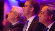 BNP-Paribas-Chef Jean Lemierre, Deutsche-Bank-Chef Christian Sewing, EZB-Präsident Mario Draghi und Bürgermeister Uwe Becker (v.l.).