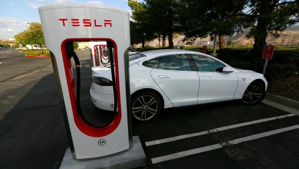 Autohalter klagt gegen Tesla