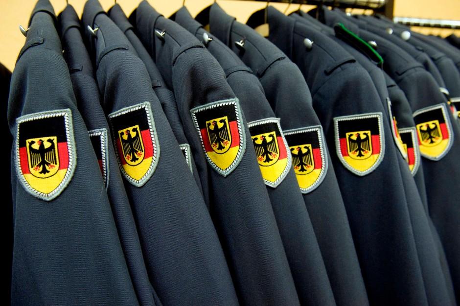 Bekleidung: Die Uniformen kommen aus Amerika